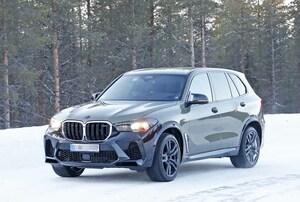 【スクープ】自立型のディスプレイが見えた! BMW X5Mの改良新型で車内はどう進化!?
