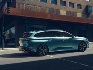 プジョー 308SWが欧州で発表。ホイールベースとリアオーバーハングを拡大し、躍動感のあるデザインに