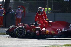 クラッシュの衝撃で、シートベルトが伸び過ぎた? イタリアGPサインツJr.の事故を、FIAとフェラーリが調査