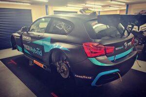 2022年導入のBTCC共通ハイブリッド、カローラに続きFRの『BMW125i』にもインストール完了