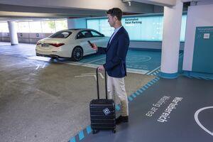 メルセデス・ベンツとボッシュ、シュトゥットガルト空港で自動バレーパーキングの実証実験 新型「Sクラス」使用