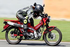 ホンダ「CT125・ハンターカブ」の最高速は何キロだ!? 平嶋夏海さんがサーキットで最高速チャレンジ!