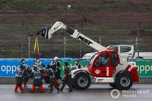 クレーン車がコース上にある中でセッション開始。ビアンキの事故を彷彿とさせる状況にベッテル「これは許されざるミス」