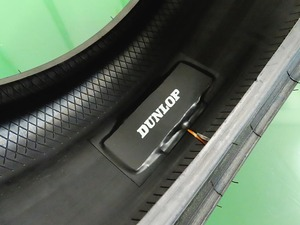 住友ゴム、タイヤに装着するセンサーの電池レス化に成功 路面に接地したタイヤの変形で発電