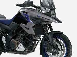 【新車】スズキの大型アドベンチャーバイク『Vストローム1050/XT』が2021年カラーでちょっとイメージ変えてきた? 価格と発売日は?【SUZUKI V-Strom1050/XT】