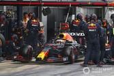 レッドブル、珍しくピット作業遅れ発生。その原因はフェルスタッペンの勘違い?|F1スペインGP