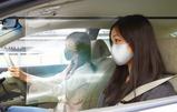 これならドライブに出かけても安心!?取り付けも簡単にできるアスモの車内用飛沫感染防止パーテーション「CARテンブロッカー」