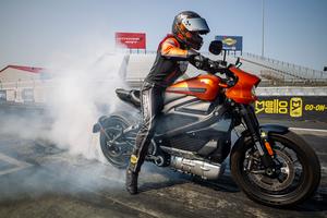 【ハーレー】電動モーターサイクル「LiveWire(R)」がドラッグレースで市販電動バイクの新記録を樹立