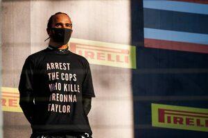 ハミルトンがF1トスカーナGPで着用したTシャツは規則違反にあたる可能性も。FIAが調査へ