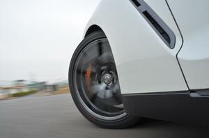 急減速や急なコーナリングでタイヤから聞こえる「キャーッ」という音! 発生する理由とタイヤの状態とは