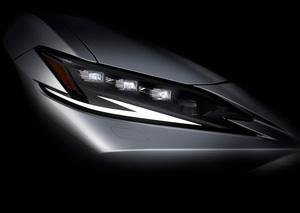 レクサスが新型セダン「ES」のデザインの一部を公開
