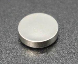 マクセル、コイン型全固体電池を開発 「バイポーラ構造」採用 車載への適用視野