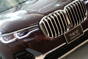 【異色コラボ?】BMWと西陣織 3台限定1680万円のBMW X7 違いに迫る
