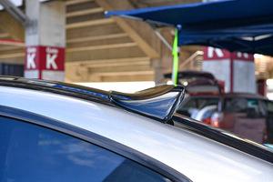 「絶妙な跳ね上げ形状がアクセントに!」S15シルビア用の美麗ルーフスポイラーが登場