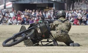 自衛隊のバイク部隊が災害時にも使う車両「偵察用オートバイ」って何だ!?