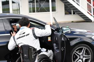 クルマに乗れば「障がい者」も「健常者」も同じ土俵の勝負! 車いすのレーシングドライバー青木拓磨のスクールが最高に面白い