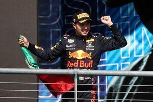 ペレス3位「ドリンクシステムが故障。これほど辛いレースは初めてだった」レッドブル・ホンダ/F1第17戦決勝