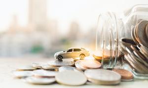 契約している自動車保険の会社、保険料、交通事故の原因、データから読み解くカーライフ最新事情