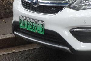 緑ナンバーの新エネルギー車優遇によって増える中国の電気自動車とハイブリッド