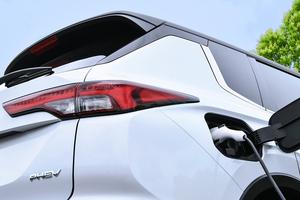 三菱自動車が新世代のPHEVシステムを搭載した新型「アウトランダー」を今冬発売