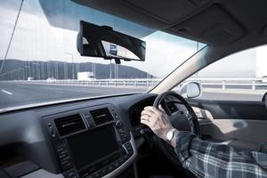 「安心」も「安全」もお金で買える! 高齢ドライバーの「慣れたクルマ」に後付けできる安全装備5選
