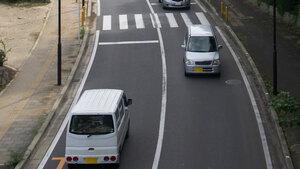 真ん中? 左寄り?? 車線のどこを走るのが正解か諸説紛々 「キープレフト」の意味と狙い