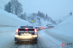 またも豪雪で北陸道でも立往生発生! なぜ関越道の教訓が生かされなかったのか?