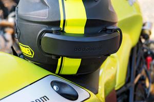バイクに乗りながらスマホが使える!?ヘルメット全体から音が出る新次元のサウンドシステム「addSound」