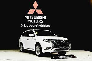 三菱自動車、タイで「アウトランダーPHEV」初披露 受注開始