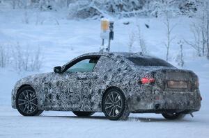 【ディーゼル復活の可能性も】次期BMW 2シリーズ・クーペ プロトタイプ発見 冬期テスト