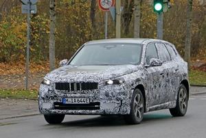 【スクープ】コンパクトSUVの「BMW X1」がピュアEV化? そのプロトタイプを初キャッチ!