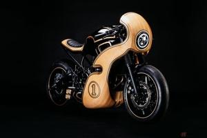 木製カウルのヤマハ「XSR700」カスタム  GeorgeWoodmanが手掛けた「HOMMAGE」とは