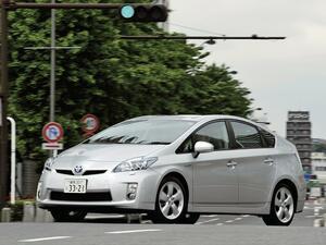 【10年ひと昔の国産車 28】トヨタ プリウスには燃費だけではない世界に誇れる未来感があった