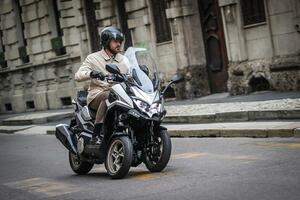 キムコが初の三輪スクーター「CV3」を正式発表! 排気量は550cc、ロングツーリングも快適に楽しめる最新装備が満載【2021速報】