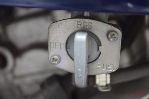 「リザーブ=予備タンクではない」「プリって何だ!?」意外と知らないキャブレター車の燃料コックポジション