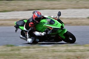 カワサキ「Ninja ZX-10R」6年連続スーパーバイク制覇を果たす10Rの最新モデルはコーナリングの基本に則った特性