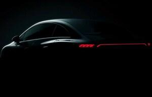 メルセデスがEクラスの電気自動車バージョン「EQE」を予告。ティザー画像の近未来的なコックピットに注目