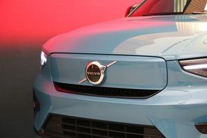 【ボルボの電動化は本気だ】初のEV専用モデル、C40リチャージ 秋に日本導入へ