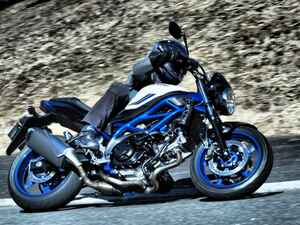 地味にスゴい! スズキの大型バイク『SV650』がちょっとの進化で、けっこう変わった!?【SUZUKI SV650/試乗インプレ(2) 前編】