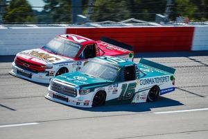 第15戦 群馬トヨペット・ツンドラ16号車は混戦で3位入賞しシリーズトップ堅持【NASCARトラックシリーズ】