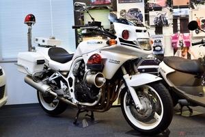 白バイと市販バイクの違いは? どんな機能が備わっているのか?