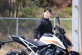 『小野木里奈の○○○○○日和』は、まるで動物に乗っているような感覚が味わえるKTM390 DUKEに試乗します