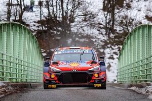 WRCモンテカルロ初日:ヒュンダイのオット・タナクが首位発進。トヨタのカッレ・ロバンペラが3秒差で追う