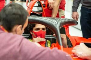 カルロス・サインツJr.、フェラーリF1初ドライブへ。フィオラノで旧型マシンテストが決定