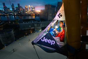 地上76mに泊まる「ジープ レネゲード モーテル」が登場! PHVが作る電力で過ごすテントの一夜