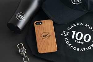 【マツダ100周年を記念した天然素材のiPhoneケース】公式ロゴをシンプルに刻印したチェリーウッド製