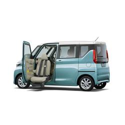 三菱自動車が「eKクロススペース」、「eKスペース」に「助手席ムービングシート仕様車」を設定