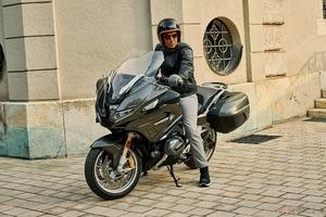 BMW Motorrad「R1250RT」2021年モデル登場 前車を追従するクルーズコントロールもオプション設定