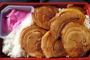 千葉県民が熱愛するご当地弁当「チャー弁」の魅力とは!? 房総ツーリングがてら食べてみた