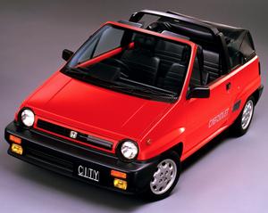 発売当時の価格は138万円!トールボーイデザインで話題を集めたホンダのフルオープンカー「シティ・カブリオレ」
